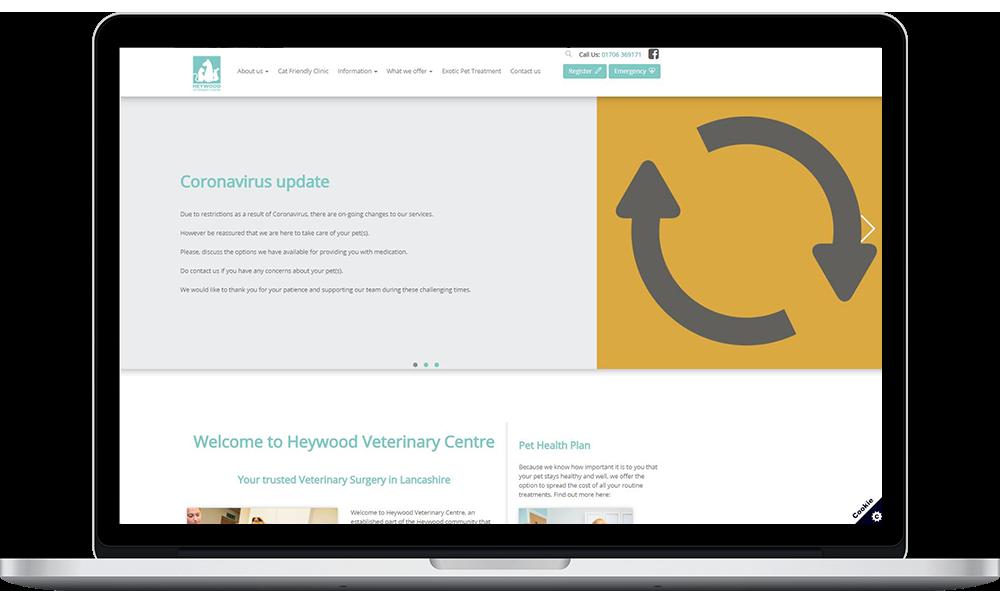 ordenador mostrando la web del centro veterinario Heywood